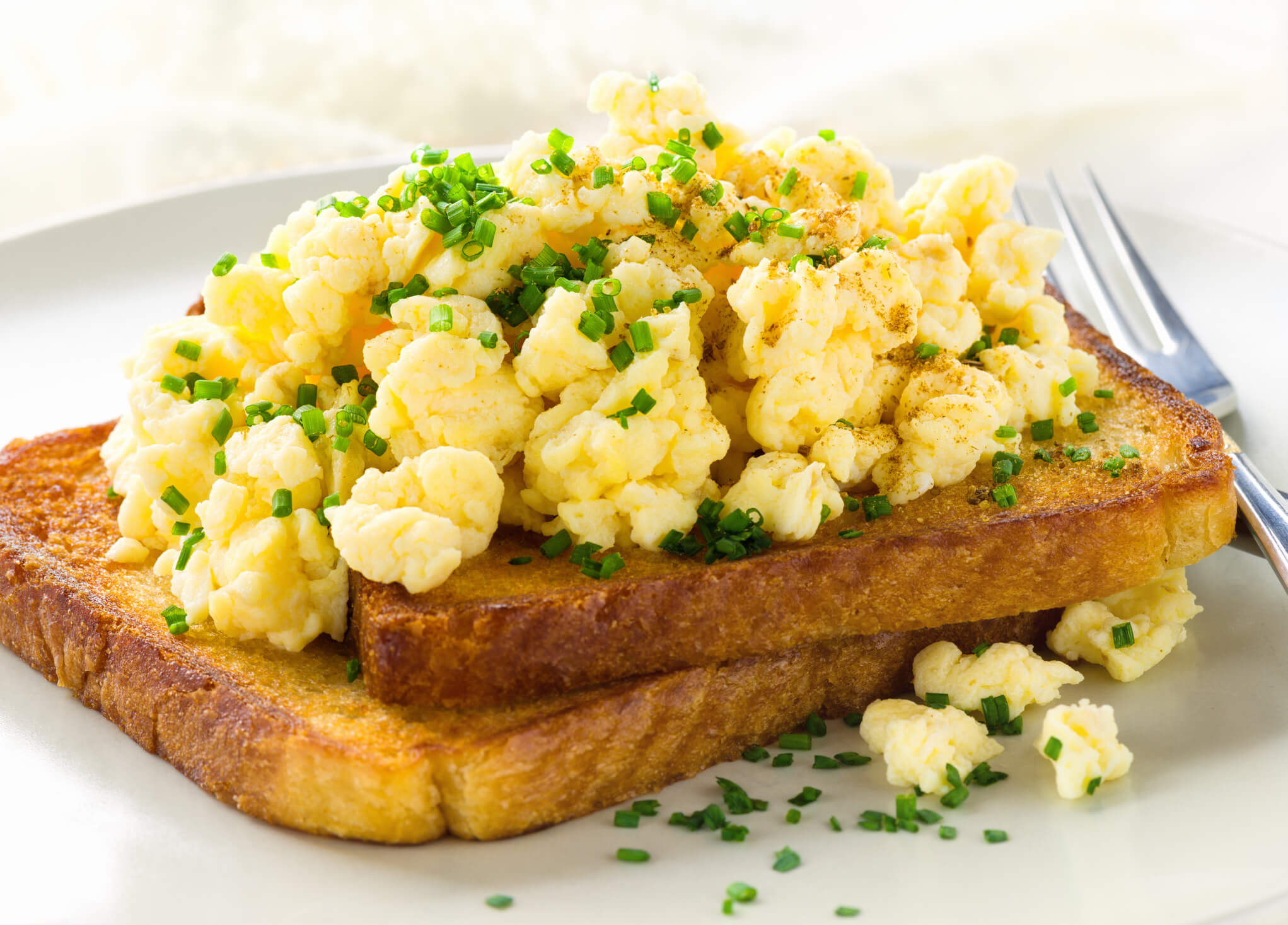 scrambled eggs toast