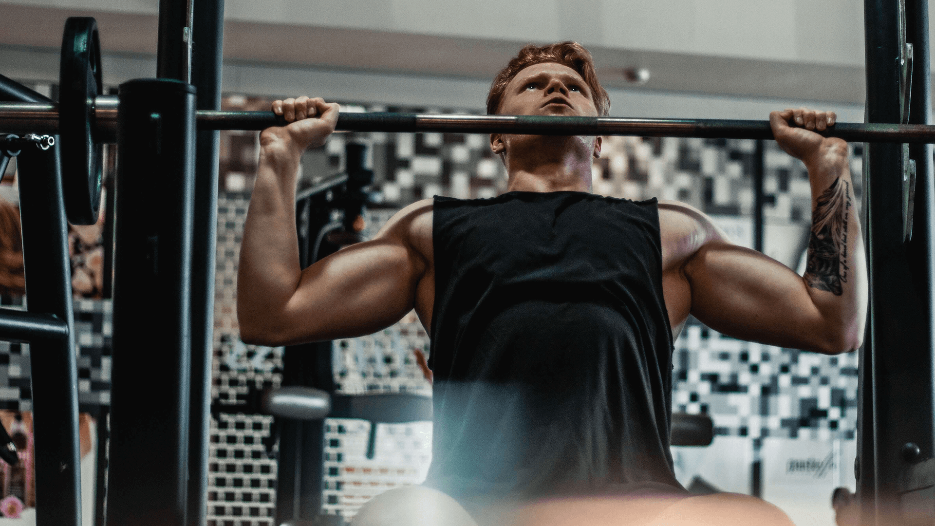 Male building muscle with smith machine shoulder press